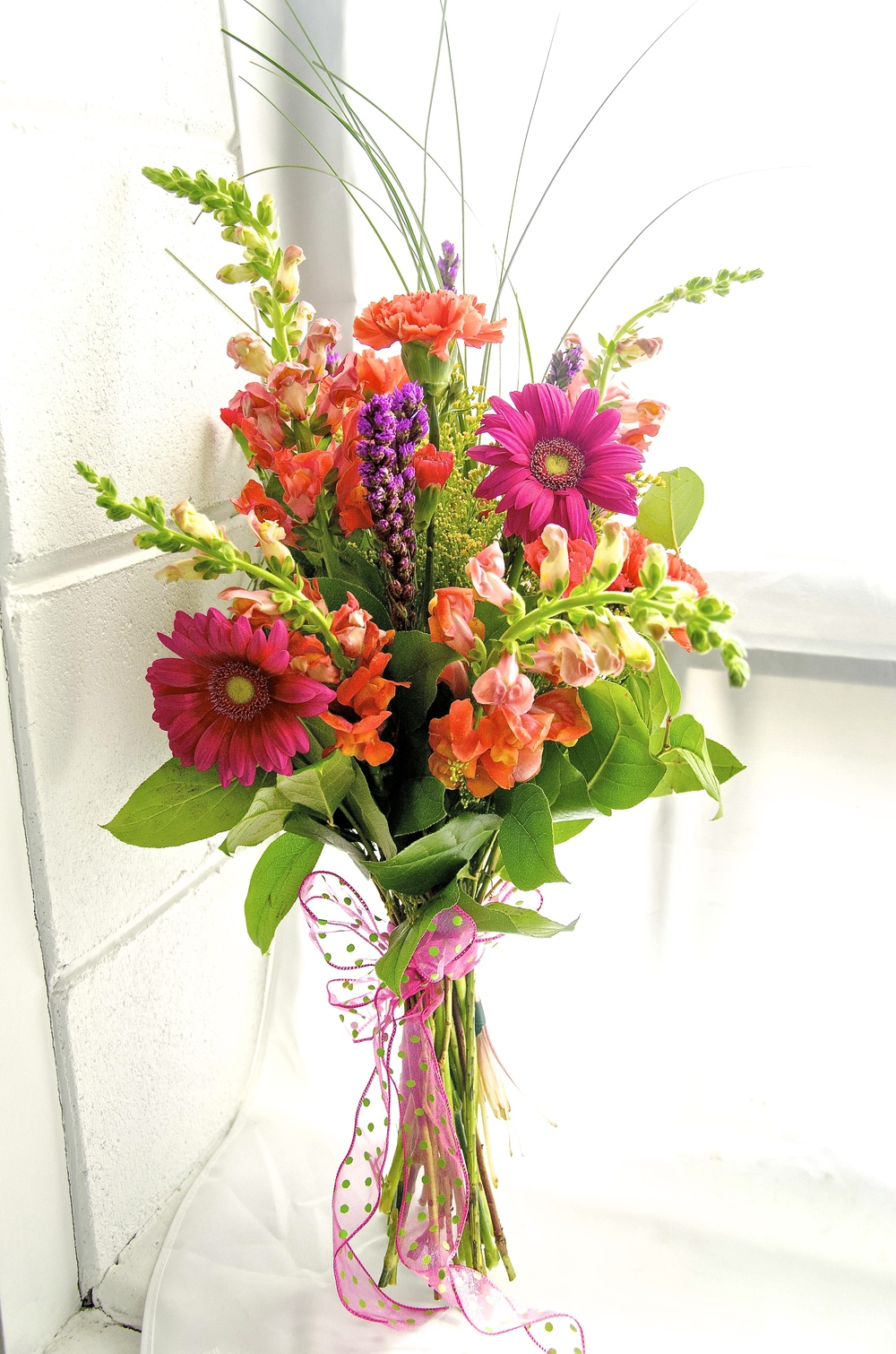 TST_Florals_Handtie_Ardith_photo.jpeg