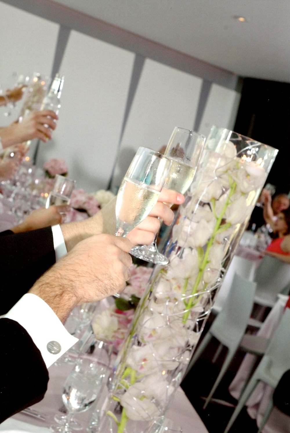 toast and head table florals.jpg