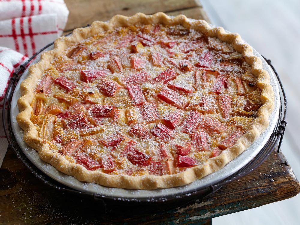 FNK_rhubarb-custard-pie_s4x3.jpg