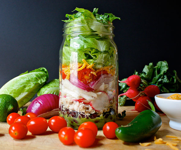 Chicken-and-Black-Bean-Burrito-Salad-in-a-Mason-Jar-Roundup2.jpg