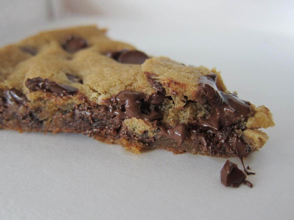 pizza-hut-ultimate-hersheys-chocolate-chip-cookie-04.jpg