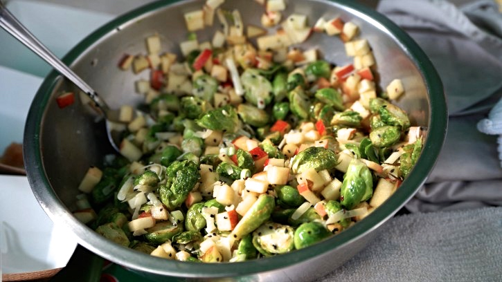 Brussels-Sprouts-Apple-Salad-725x408.jpg