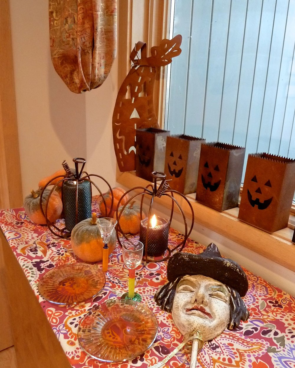 halloween_tips_decor_spiritedtable_photo3.jpg