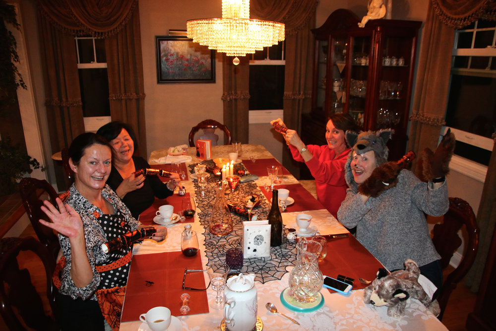 teri_W3bookclub_sharpteeth_halloween_spiritedtable_photo03.jpg