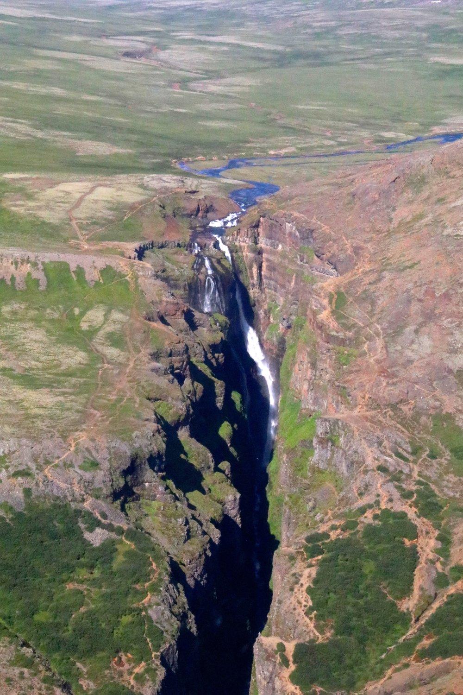 teri:_iceland_helicopter_glacier_spiritedtable_photo5.jpg