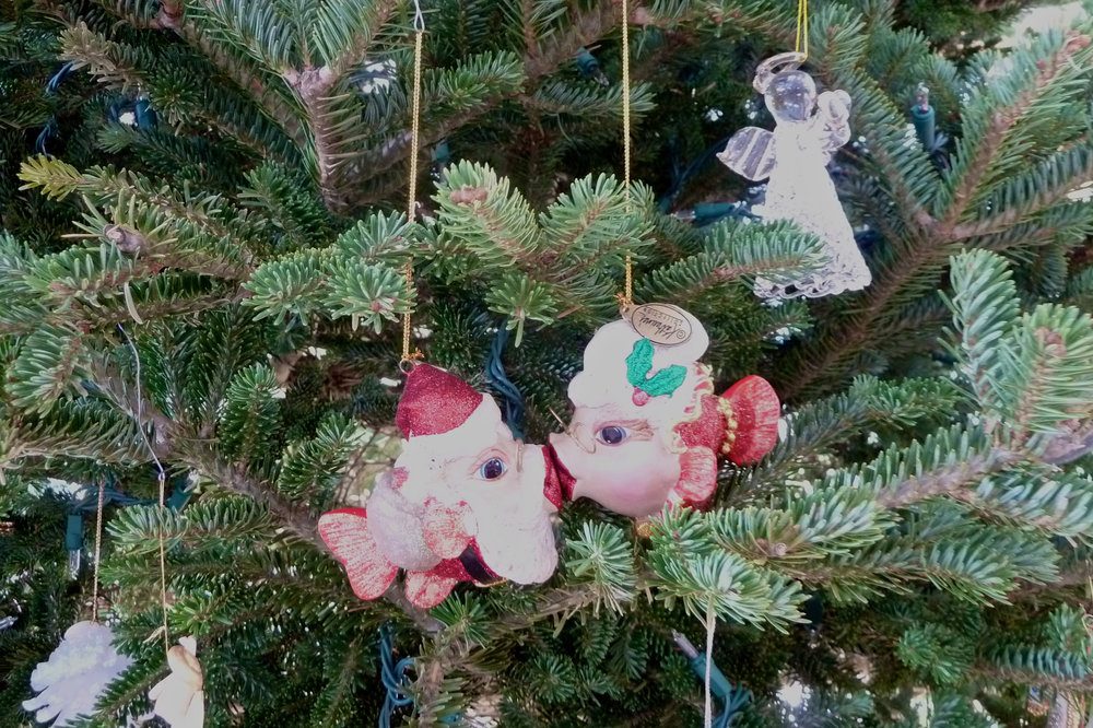 cindi_mr&mrssanta_ornaments_spiritedtable_photo1.jpg