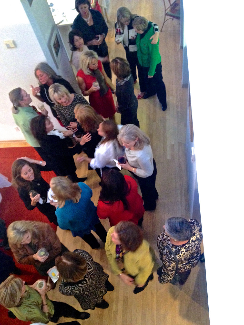 cindi_dessertparty_guests_christmas_spiritedtable_photo1.jpg