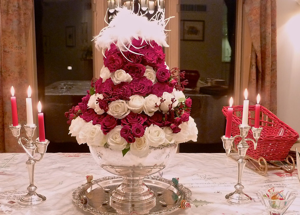 cindi_dessertparty_arrangement_christmas_spiritedtable_photo1.jpg