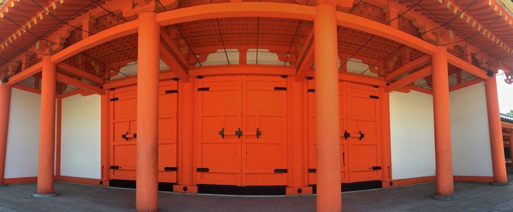 teri_Japan_Kyoto_SanjusangendoHall_spiritedtable_photo2.jpg