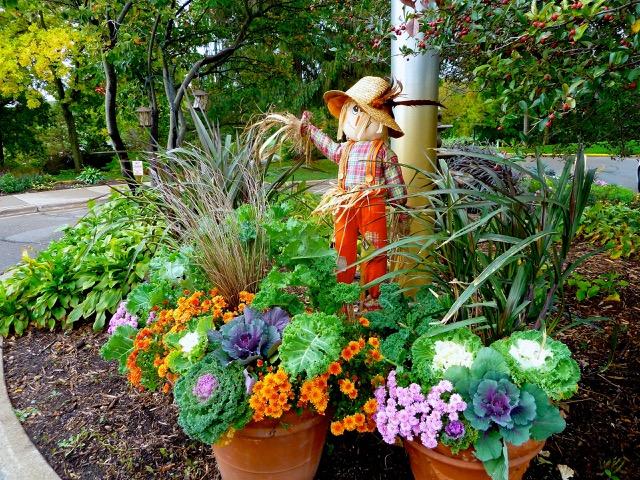 cindi_fall_scarecrow_WayzataCC_spiritedtable_photo3.jpg