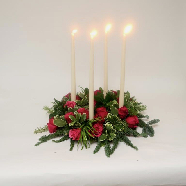 ardith_flowers_christmas_candles_wintergreens_spiritedtable_photo3.jpg