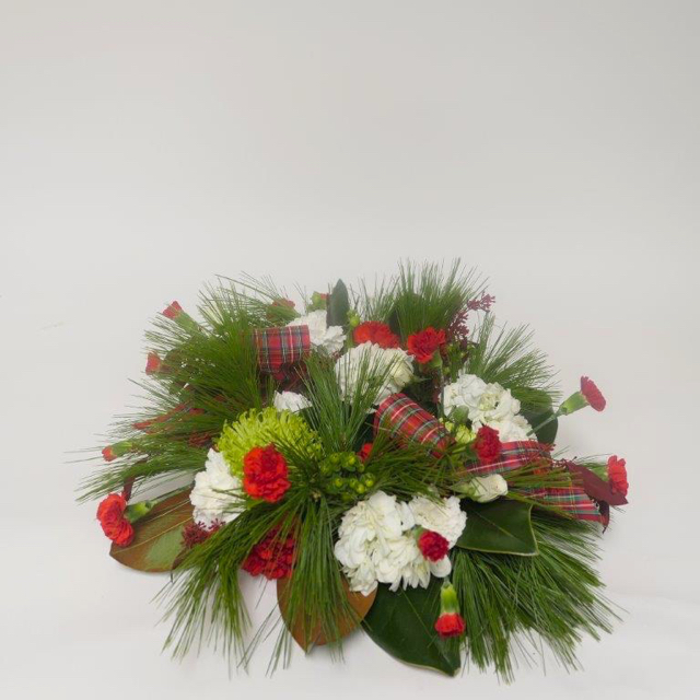 ardith_flowers_christmas_candles_wintergreens_spiritedtable_photo2.jpg