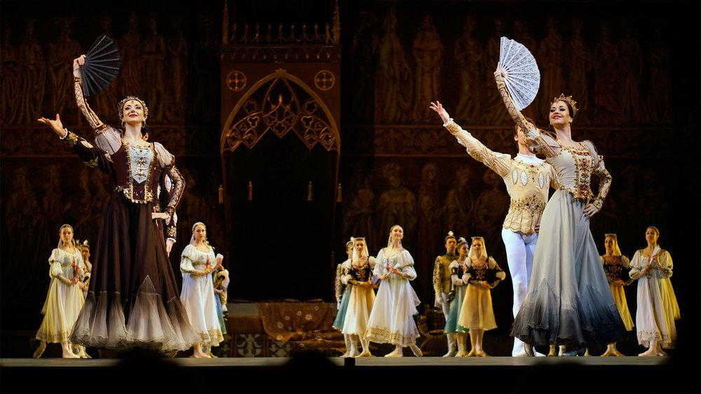 Mariinsky-Theater-Swan-Lake-St.-Petersburg-Russia-4-1.jpg