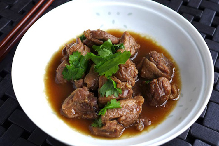 stewed-duck-in-tamarind-sauce-ped-toon-nam-ma-kham.jpg