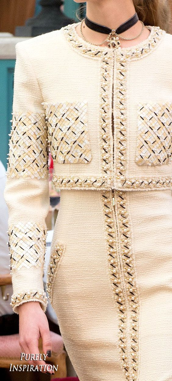 ed472c5778080e1cb05055763844d6a0--chanel-jacket-chanel-outfit.jpg