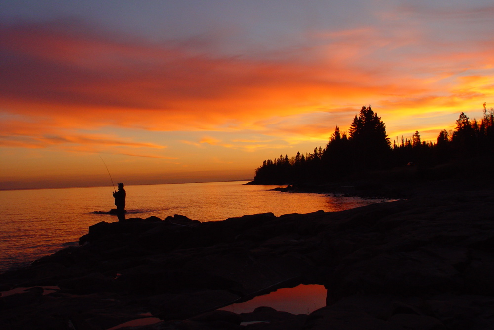 Lake_superior_north_shore_sunset.jpg