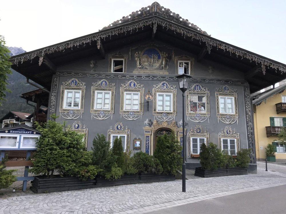 Teri_Garmisch_01_dinner_spiritedtable_photo13.jpg