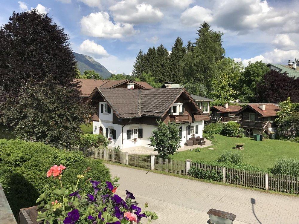 Teri_Garmisch_01_dinner_spiritedtable_photo04.jpg