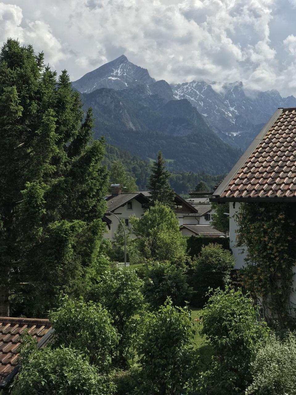 Teri_Garmisch_01_dinner_spiritedtable_photo05.jpg
