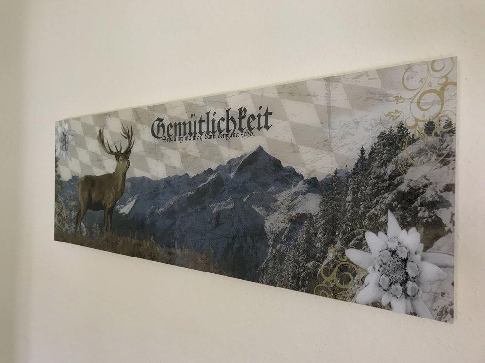 Teri_Garmisch_01_dinner_spiritedtable_photo07.jpg