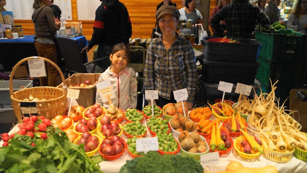 May-Mhonpaj-11.14.15-Indoor-winter-Market.jpg