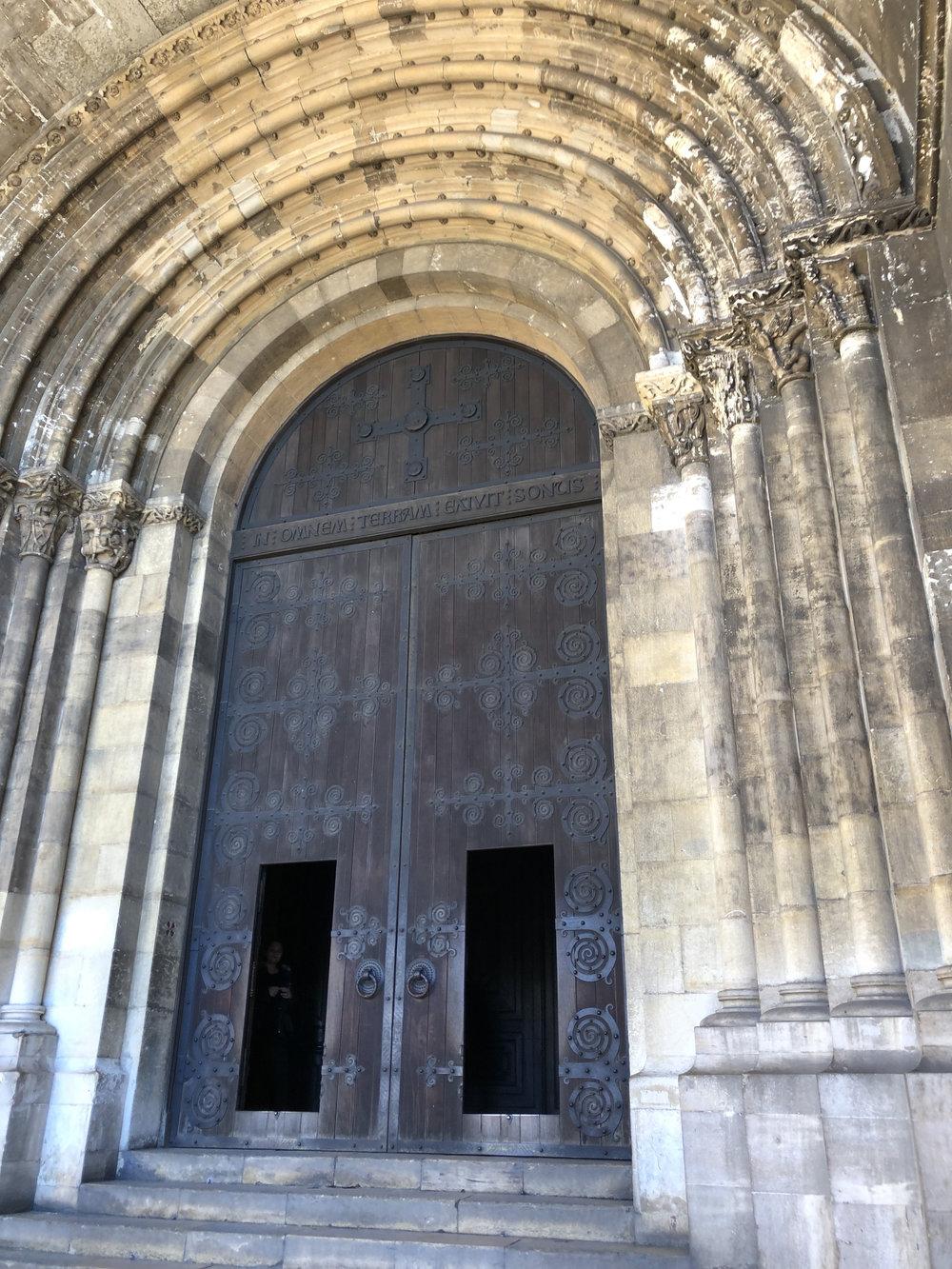 teri_lisbon_portugal_cathedral_spiritedtable_photo01.jpg