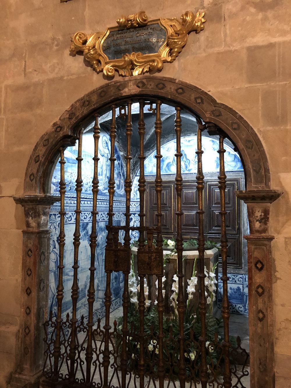 teri_lisbon_portugal_cathedral_spiritedtable_photo03.jpg