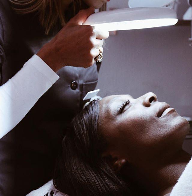 🍃HUDTYP🍃 |Blandad •Fet •Normal •Torr •Känslig •Mogen •Yttorrhet|  Funderar du på att investera i nya skönhetsprodukter eller behandlingar då är det viktigt att du vet vilken hudtyp du har. ✨ Fel produkter kan förvärra hudtillståndet.  Vi har anpassade hudvårdsprodukter och behandlingar för alla hudtyper.  Välkommen in för en hudanalys hos  hudterapeuten.🔮#hudvård #hudanalys #skinscope #hudtyper #ansiktsbehandling