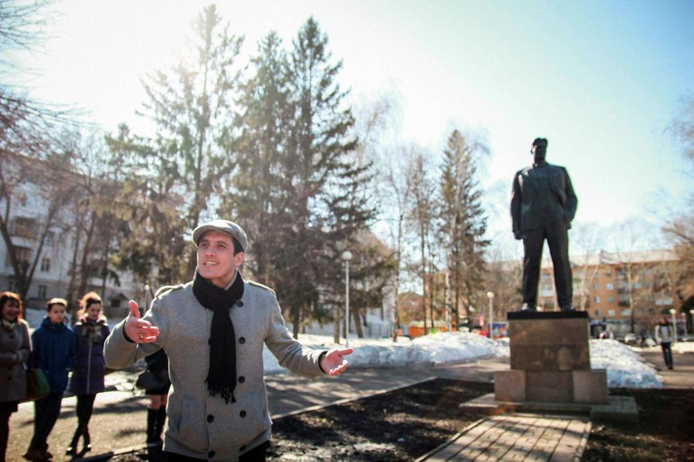 Поэтический вечер «Маяк» в сквере Маяковского, Уфа 2014. Автор фото:  Елена Хохлова