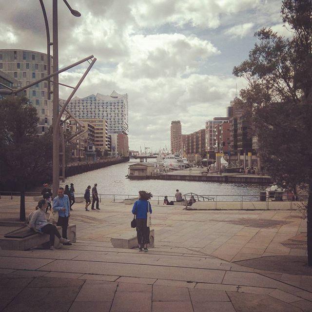 """Кое-кто из знающих подписчиков уже догадался, да, мы были в Берлине и Гамбурге на образовательной программе """"Диалоги у воды"""". Так что бегом в фейсбук, потому что мы начали публиковать репортаж. #urbanbairam #stadtimdialog"""