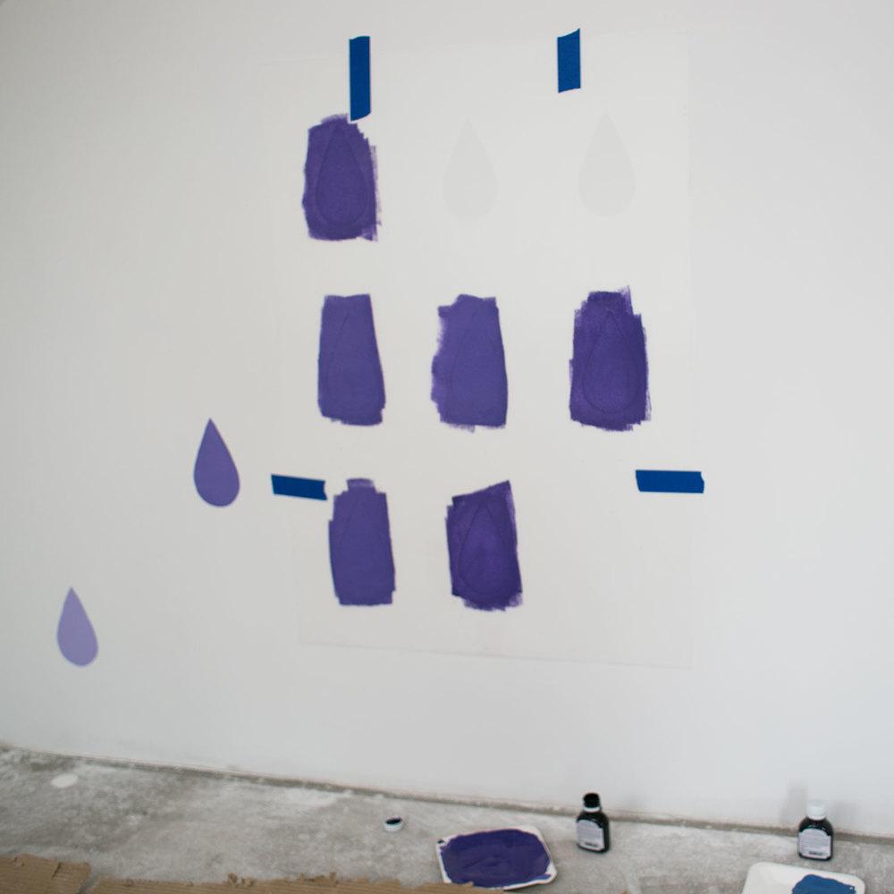 - 9 -  poza tym malowanie mini wałkiem bardzo brudzi szablon  i farba wchodzi pod niego.
