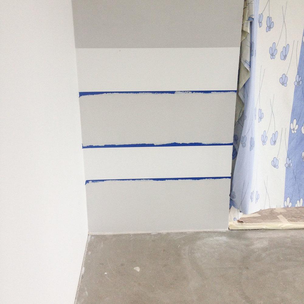 - 10 - jeśli jest taka potrzeba, malujemy farbę dwa razy. u mnie wystarczył tylko raz, ale podkład miałam biały.