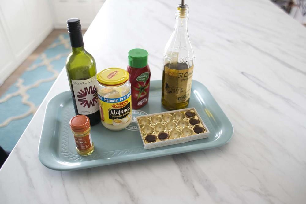 postanowiłam przetestować: ketchup, majonez, kurkumę, czekoladę, wino i oliwę.