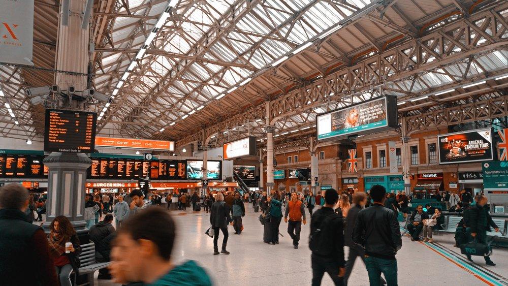 building-central-station-commuter-927816.jpg