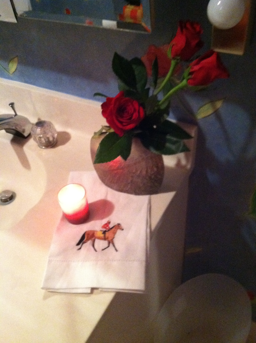 "Joy decorated her ""Roses"" bathroom for Derby Weekend"