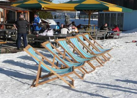 _wsb_441x314_middle+station+deckchairs.jpg