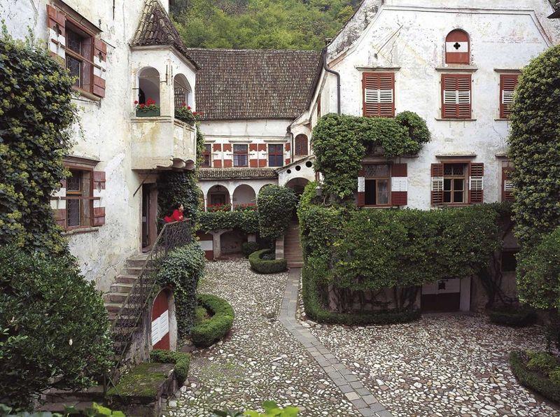 247-4-schlosskellerei-schwanburg-nals.jpg