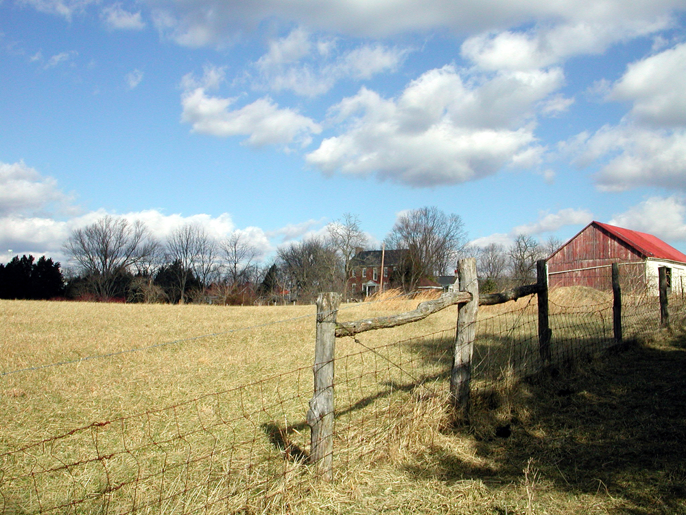 house and barn1.JPG