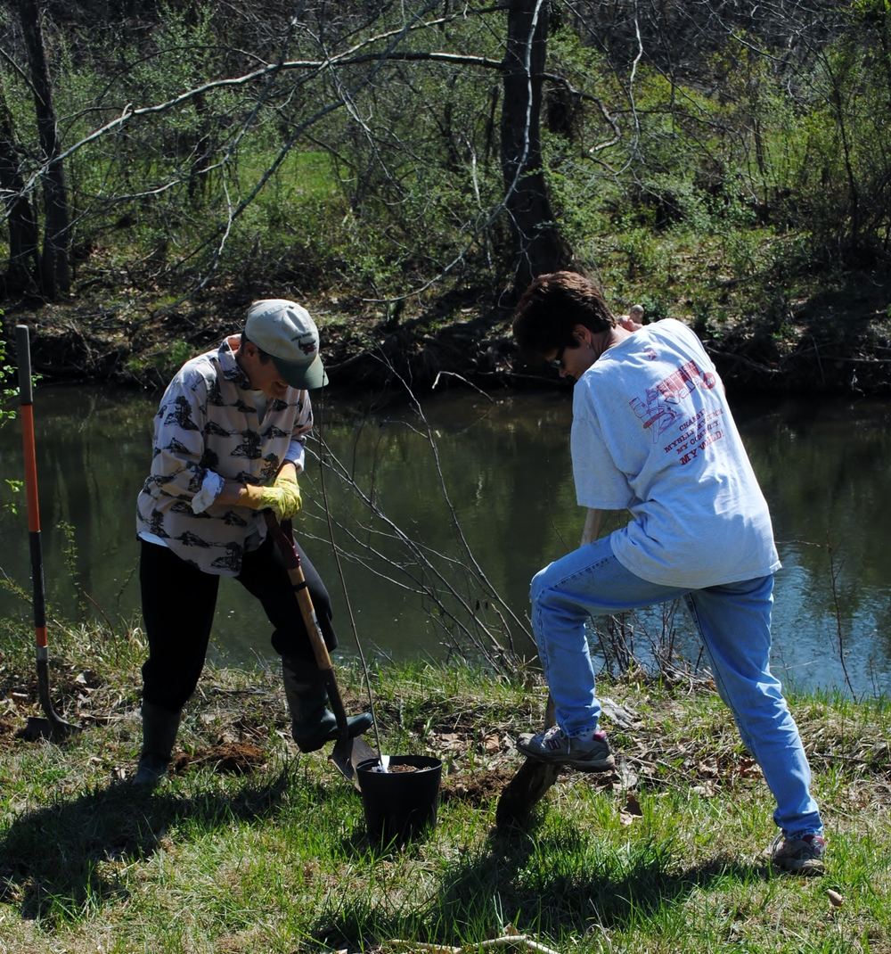 VIRGINIA MASTER NATURALISTS pAT (LEFT) and sUZY (RIGHT) digging a hole for a tree along hogue creek.