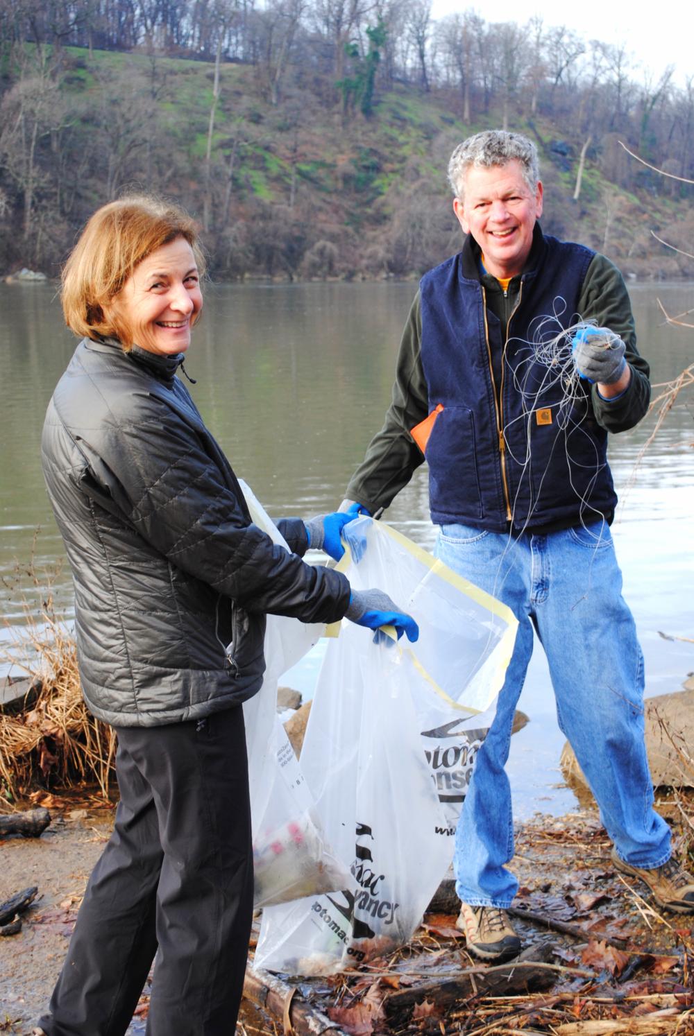 potomac river volunteers cleanup