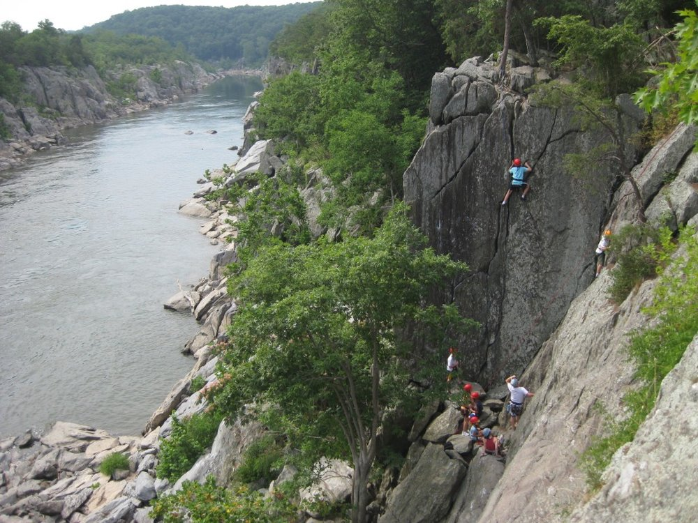 Climbers on Romeo's Ladder  near Great Falls. Photo: Chris Irwin and midatlanticclimbers.org.