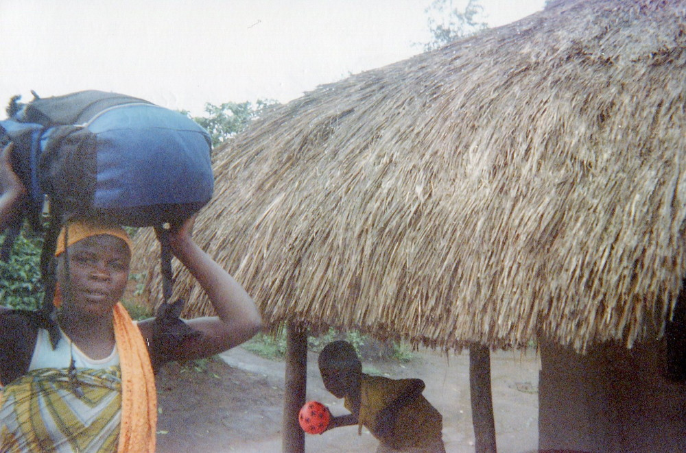 This demobilized woman returns to the village, a child observes it.