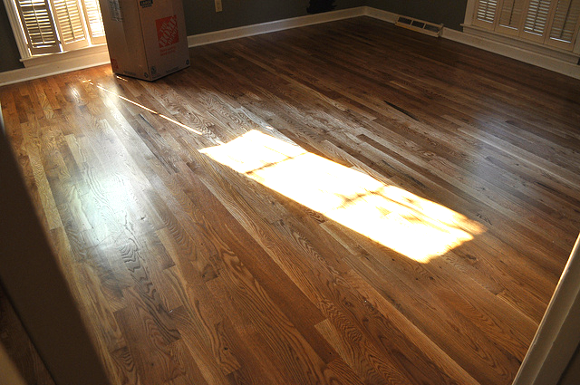 Here are the new floors in the guest room. So pretty!!