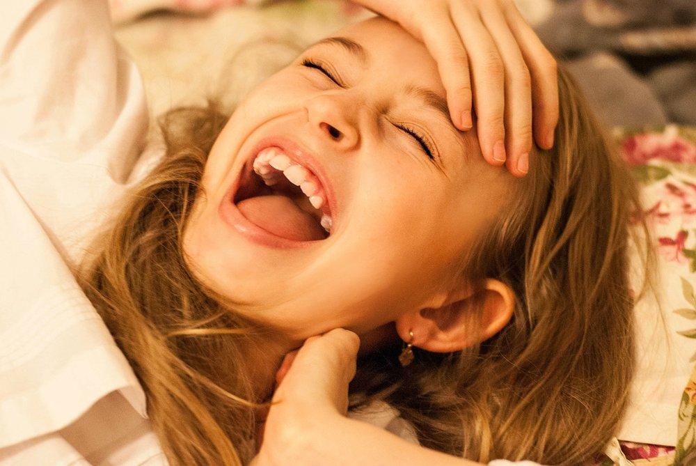 laughter-1369402_1280.jpg