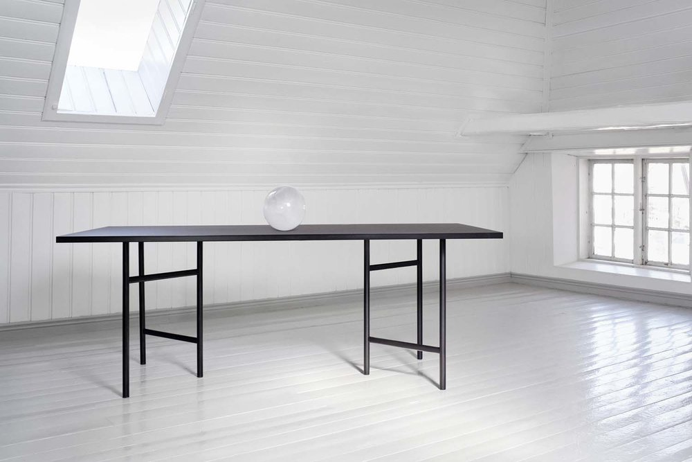 UN Divided Dining Table 200x90cm. Photo: Ann Holmgren