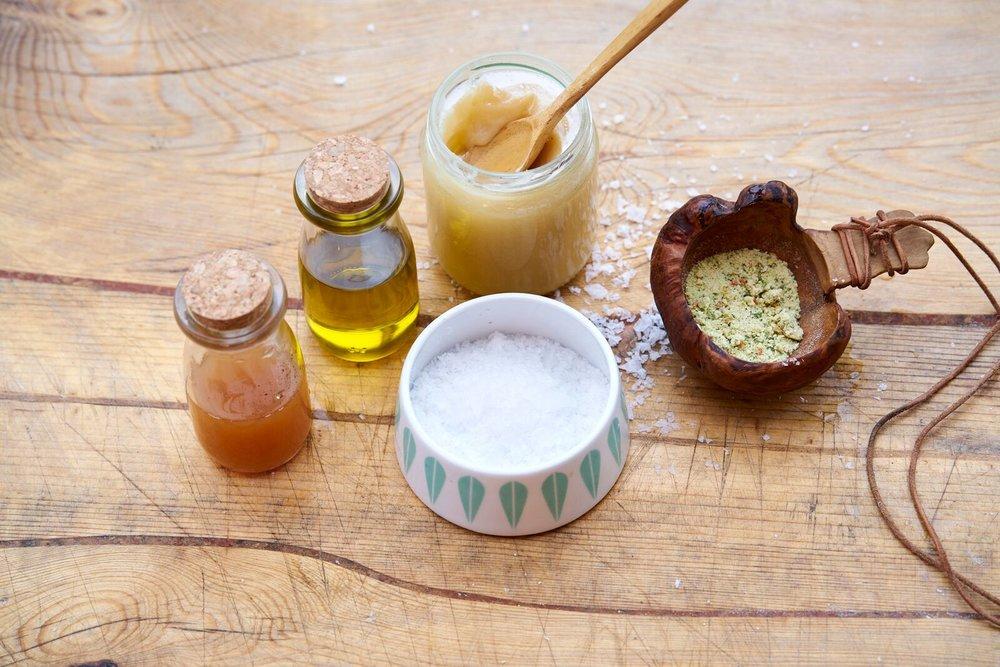 Basic kit:Bullion / bone broth,sea-salt,butter and rapeseed oil, honey, apple-vinegar. Photo:Alexander Benjaminsen.
