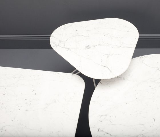 tio-triangular-cafe-table-marble-by-massproductions-massproductions-chris-martin-clippings-2121492.jpg