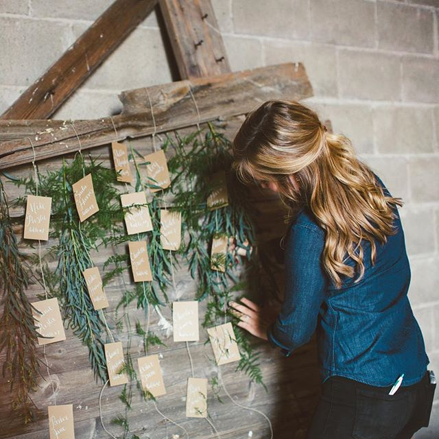 A little behind the scenes look of yours truly setting up my calligraphy escort cards from last years' #loveaffairtheworkshop with @laurenfair for today's #RisingTideChallenge! #sandpiperandco