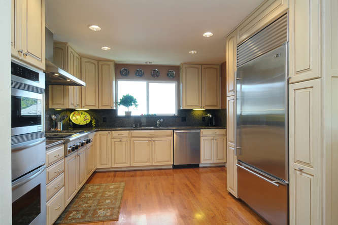 2611 Cipriani Blvd Belmont CA-small-011-Kitchen 3-666x444-72dpi.jpg