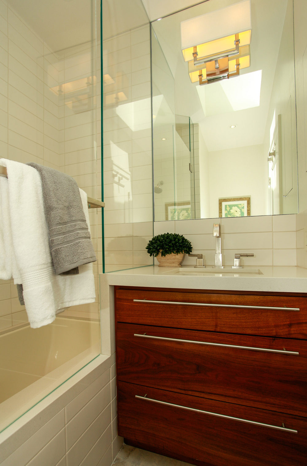 1778 Beach St San Francisco CA-print-025-23-Bathroom-2767x4200-300dpi.jpg